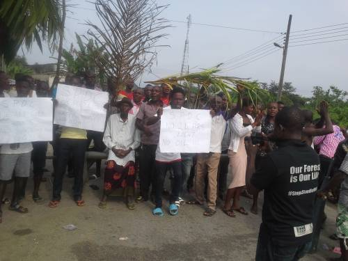 Photo of Bayelsa Oil Community Shuts Down 2 Oil Wells In Shell's Field Over Power Supply