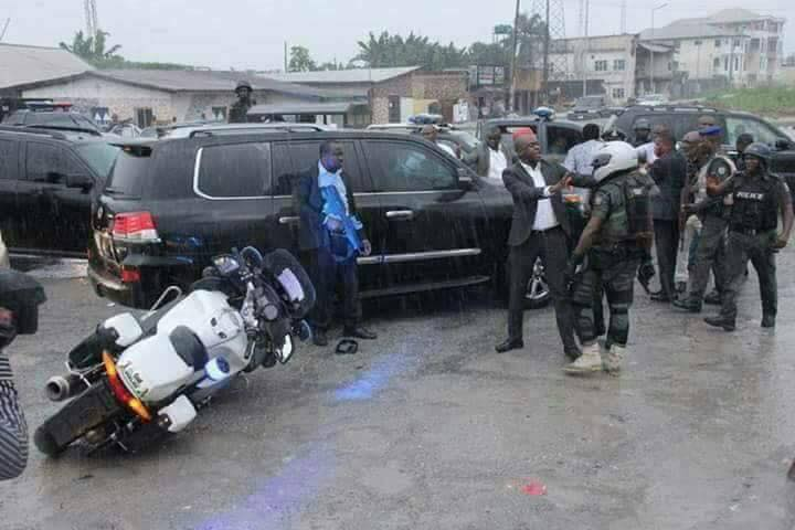 Photo of VIDEO: Wike And Amaechi's Convoys Involved In Bloody Clash