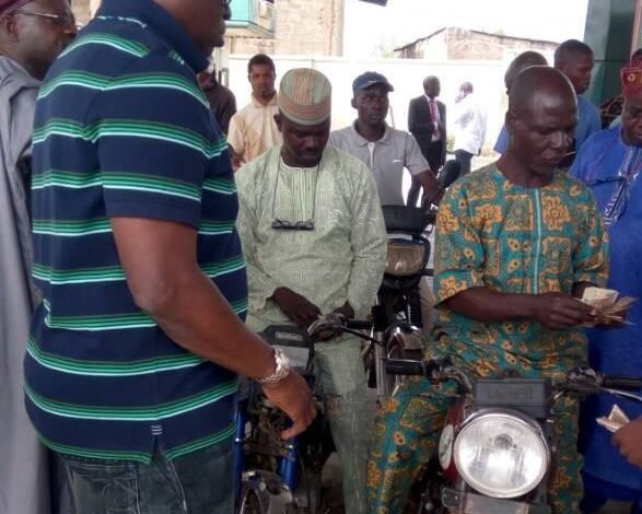 Photo of Fayose sells fuel to Ekiti residents at N145 per litre