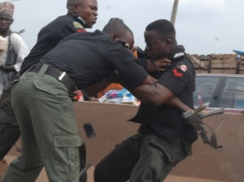 Photo of Soldier slaps policeman in bank
