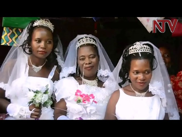 Photo of VIDEO: A Man Marries Three Women At Once, Two Of Them Are Sisters
