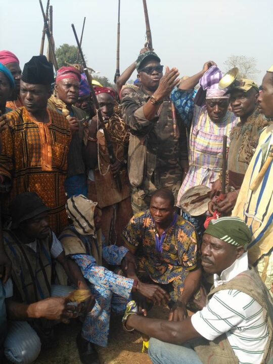 Photo of PHOTOS: Fayose Rocks Army Uniform As He Meets With Local Hunters