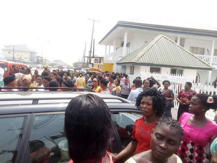 Photo of Crisis brews as food Vendors in Akwa-Ibom protest corruption in FG School feeding programme.