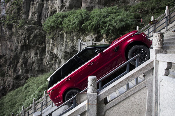 Photo of Range Rover Sport Climbs To Heaven's Gate In China