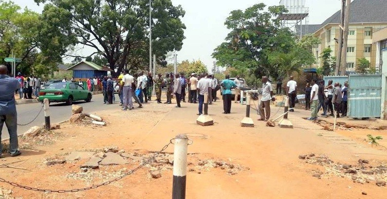 Photo of Tension in Abuja as Police, soldiers clash with Road Safety officers