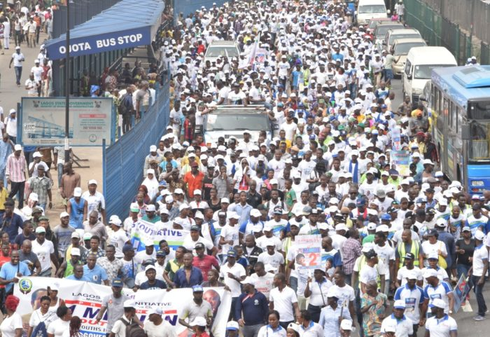 Photo of 2019: Crowd Of Youths March For Ambode's Re-Election