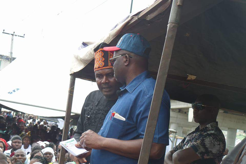 Photo of Fayose presenting letters of promotion to public servants