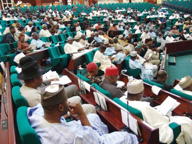 Photo of 2019: APC Lawmakers Cry, Bleed Over Loss Of Party Tickets