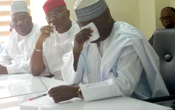 Photo of 2019 Elections: Atiku Abubakar Weeps As Obtains PDP Presidential Nomination Forms