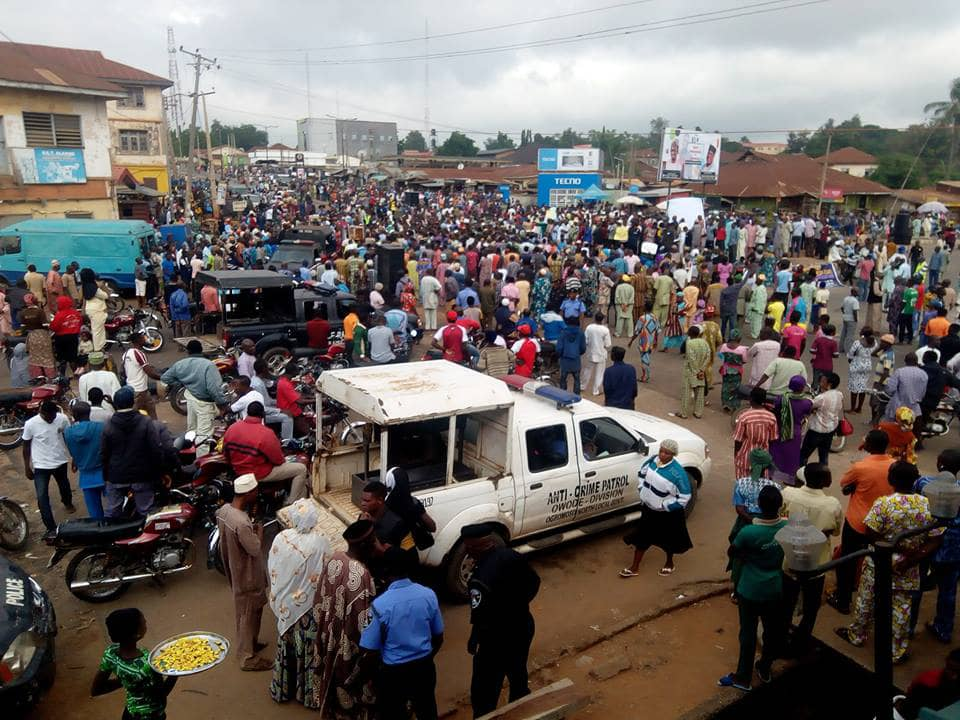 Photo of Oyo State: Ogbomoso Indigenes Protest Over Abandoned Federal Road