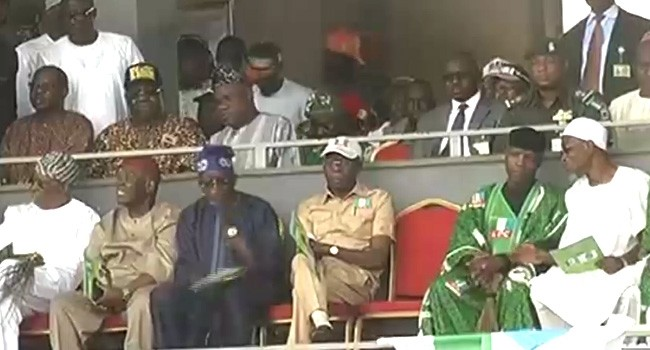 Photo of Akeredolu Snubs Handshake With Tinubu At APC Rally In Osogbo