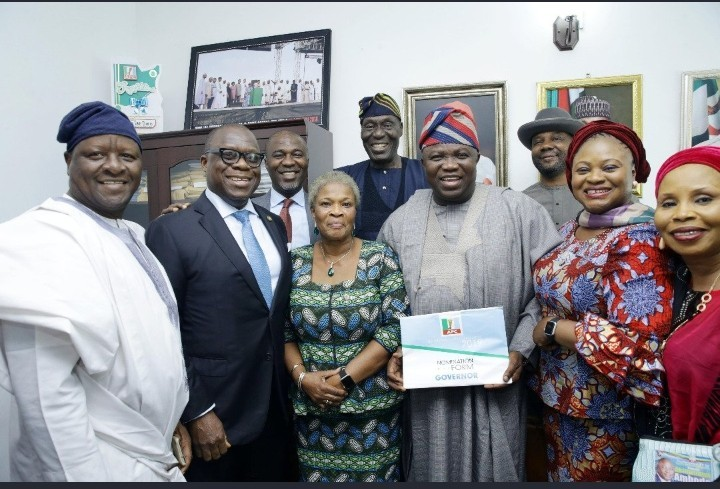 Photo of Lagos 2019: Ambode Defies All Odds, Submits Nomination Forms