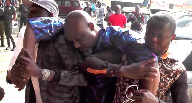Photo of VIDEO: Dino Melaye Out, Slumped After Eight Days Siege
