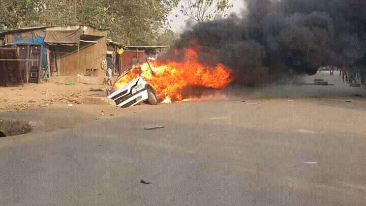 Photo of Hoodlums Attack APC Campaign Convoy In Abuja, Set Nine Vehicles Ablaze