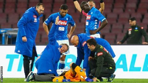 Photo of Arsenal Goalkeeper Collapses During Napoli Game