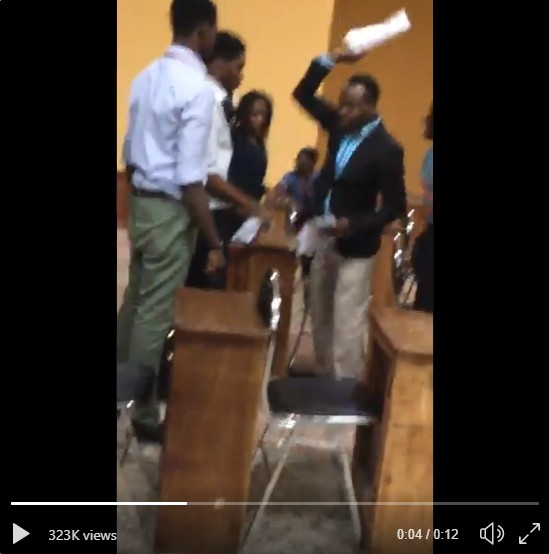 Photo of ABUAD Invigilator Throws Out Sheet Of Student Who Submitted With Left Hand
