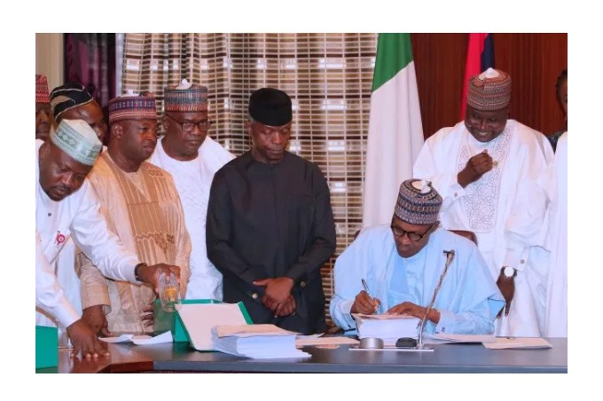 Buhari sign 2019 budget
