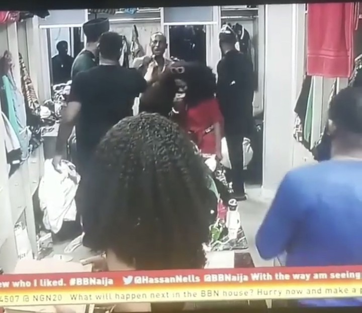 Photo of BBNaija: Omashola Explodes, Ready To Fight Over Stolen Coins