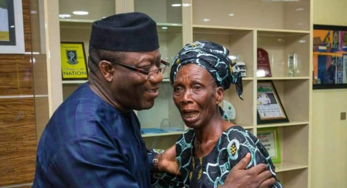 Photo of Fayemi Hosts Elderly Widow, Offers Her Daughter Employment