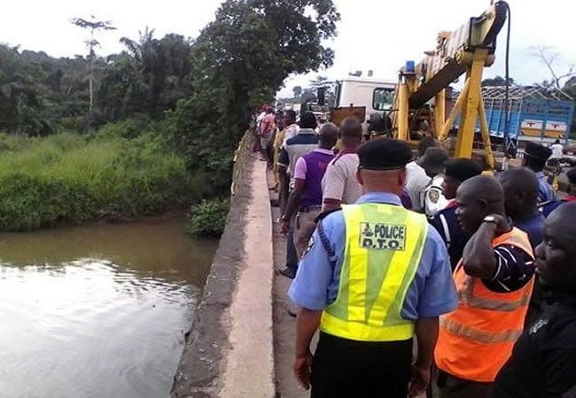 Photo of 3 Feared Dead As 14-Seater Bus Plunges Into River In Ogun