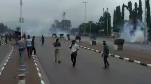 Photo of BREAKING: Again, Shiites Storm Secretariat In Abuja Clash With Police [PHOTOS]