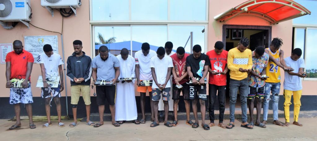 Photo of Again, EFCC arrests 15 'Yahoo Boys' in Ibadan