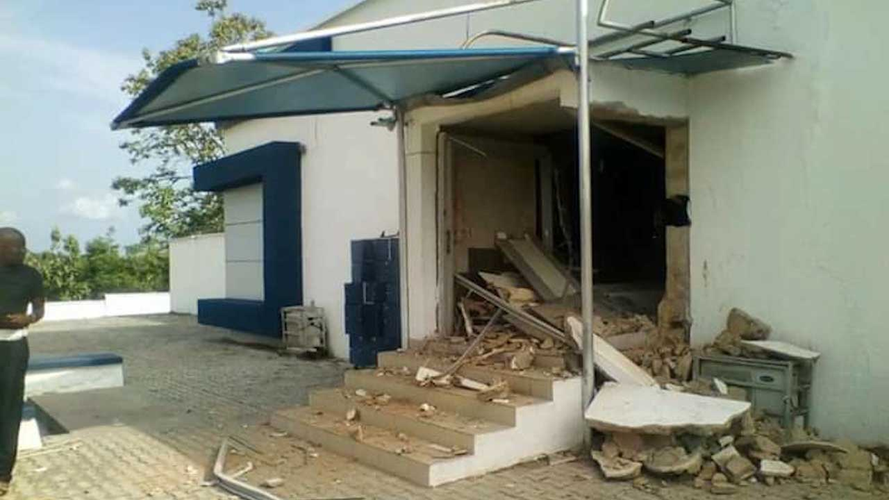 Photo of Two Killed As Robbers Attack Bank In Ondo