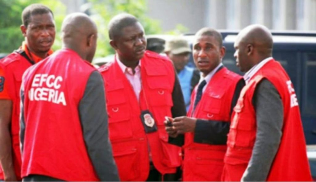 Photo of Drama As EFCC Arrests Suspected Fraudster In Aso Rock