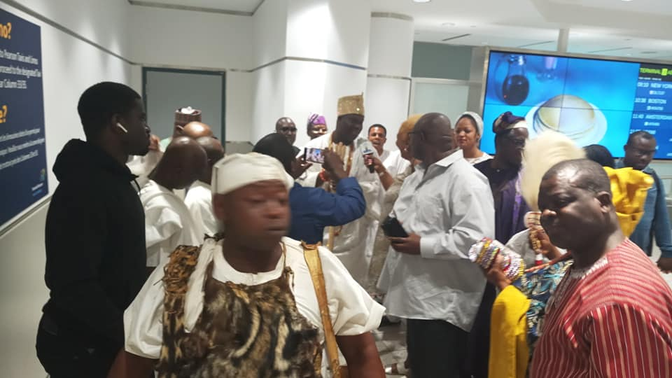 Photo of VIDEO: Ooni, Other Monarchs Arrive Canada In Style