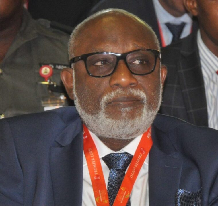 Photo of Akeredolu Sacks Aide For Calling Deputy Gov's Wife 'Acting First Lady'