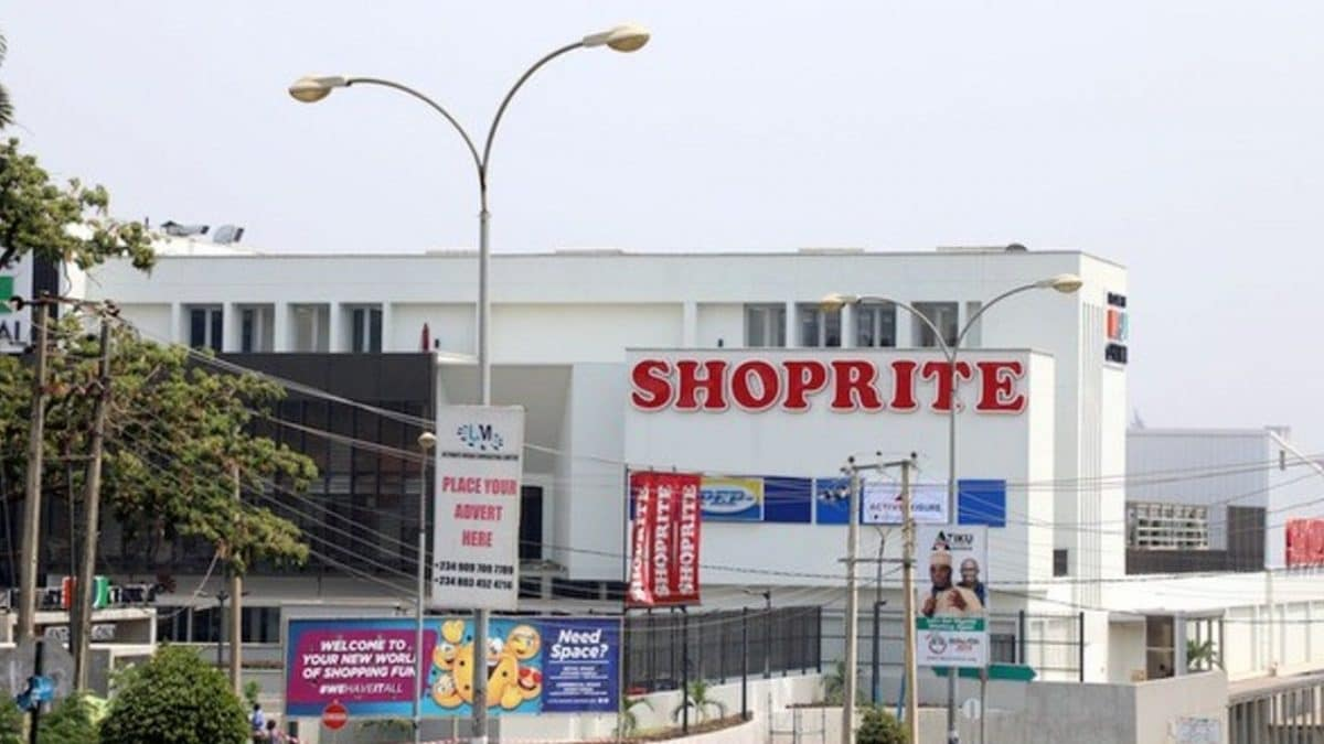 Photo of VIDEO:Nigerians Invade South Africa Shoprites Outlet In Lagos, Sing War Songs