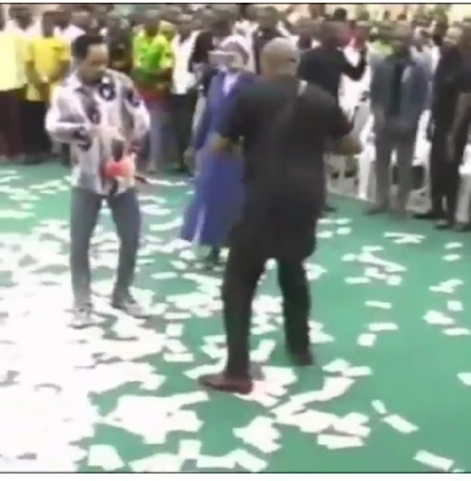 Photo of VIDEO: 80 Nigerians Deported From Abroad For Spraying Money On Nigerian Pastor