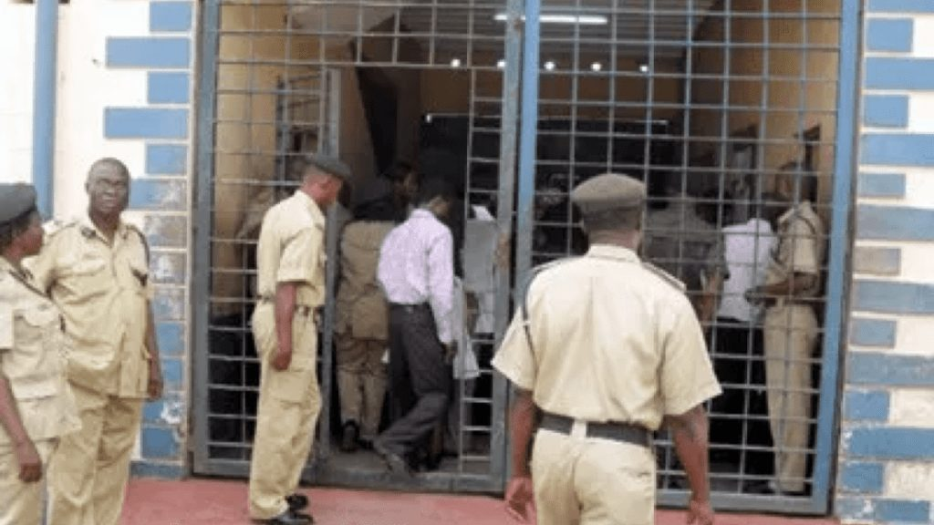 Photo of BREAKING: 228 prisoners escape as prison building collapsed in Kogi