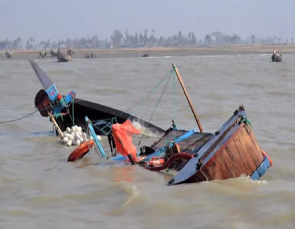 Photo of Bayelsa Decides: Boat Carrying Four Journalists Capsizes In Nun River