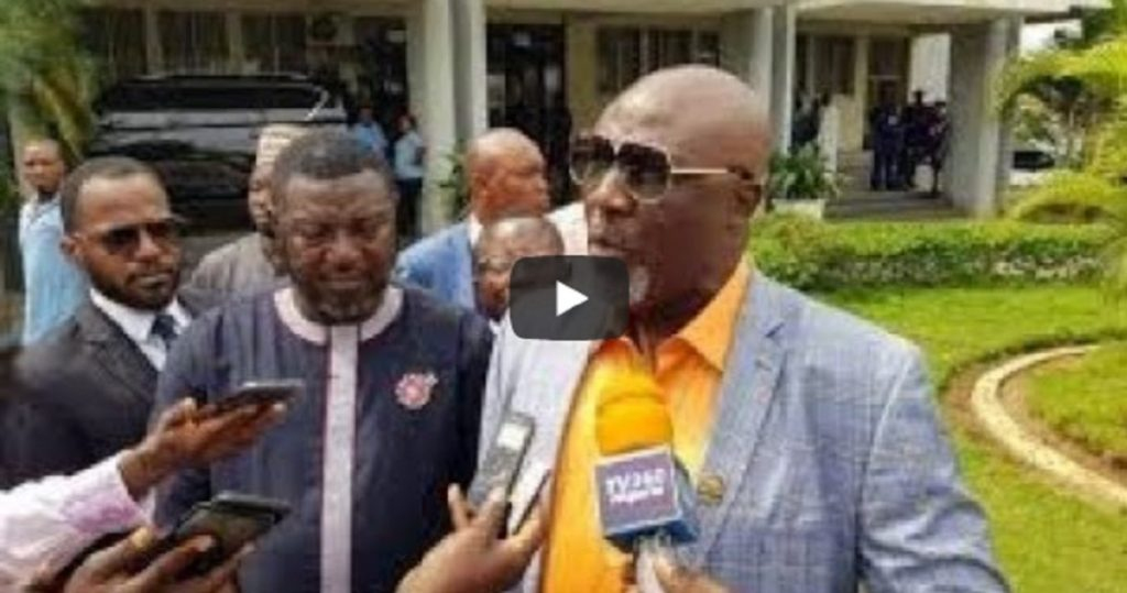 Photo of VIDEO: Dino Melaye Storms INEC Headquarters With Petition, 21 Video CD's Evidence