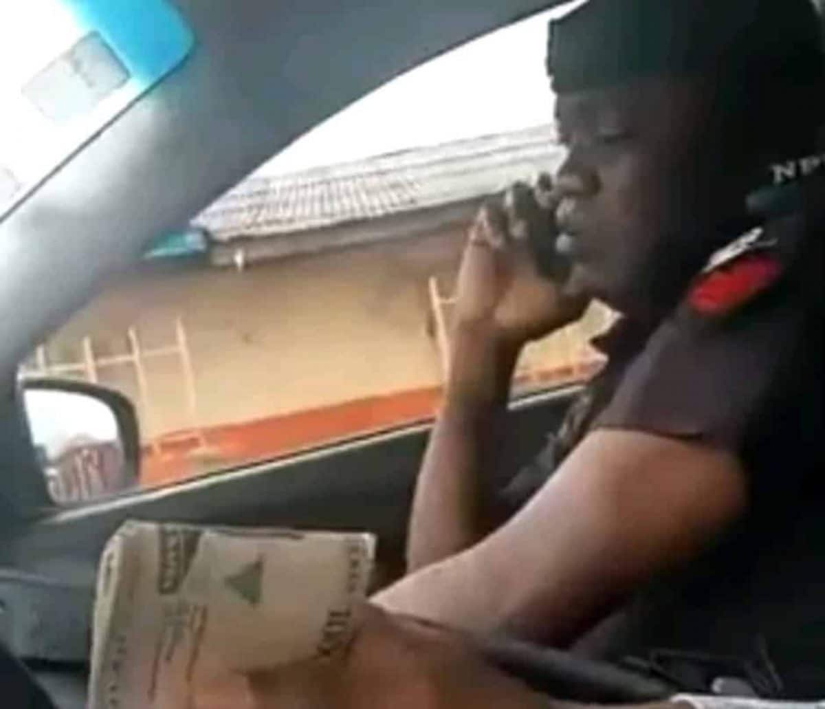Photo of VIDEO: Police officer arrested, caught on camera taking bribe