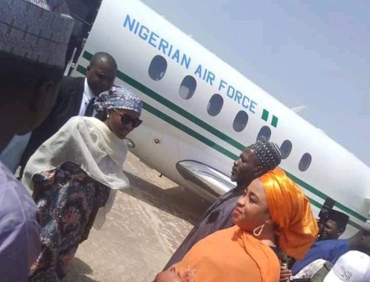 Photo of Nigerians react to Buhari's daughter arrives Bauchi For a Photoshoot in a Presidential jet