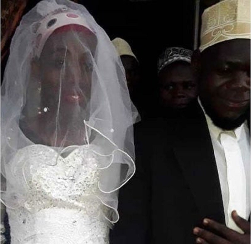 Photo of Drama as Imam discovers his wife is a man after two weeks of wedding
