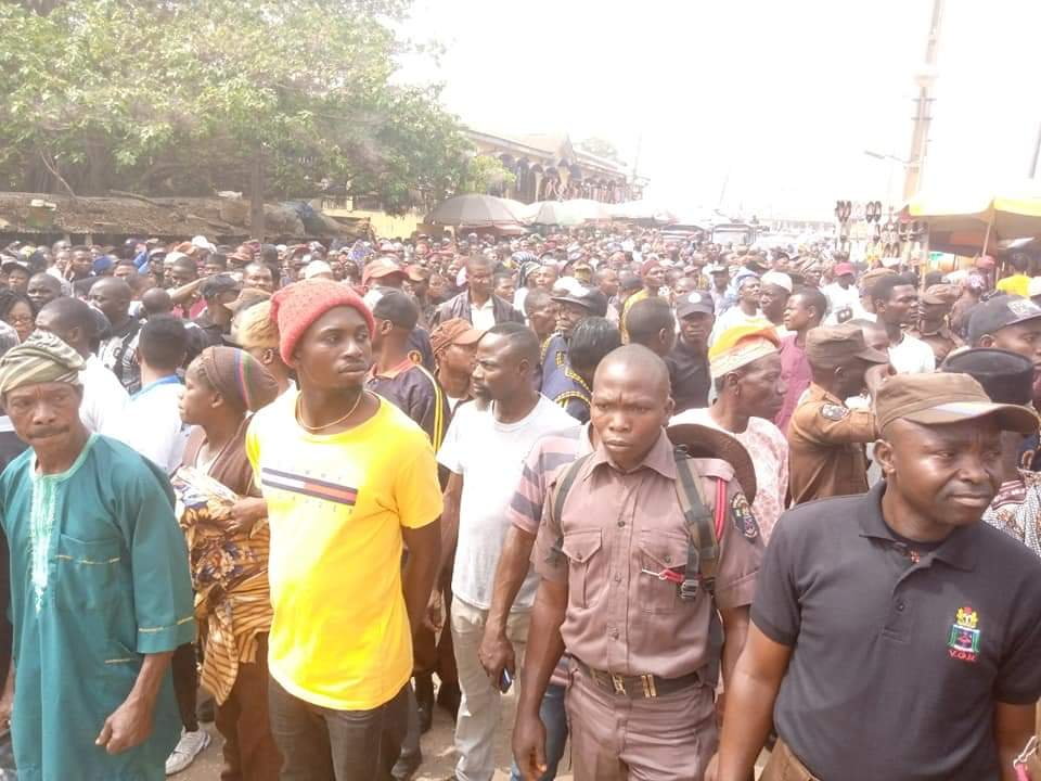 Photo of Drama in Ekiti as 'Lunatics' Join 'Amotekun' Solidarity Rally