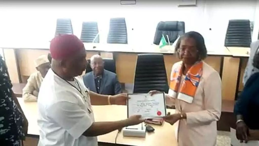 Photo of INEC issues certificate of return to Senator Uzodinma