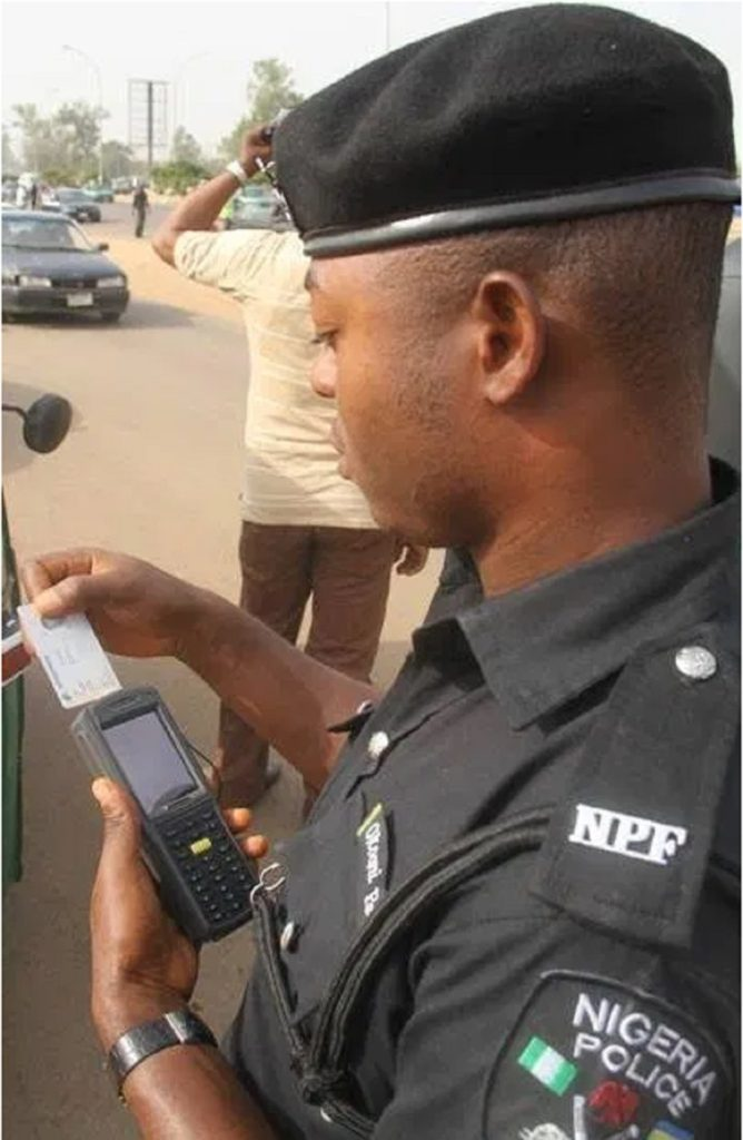 Photo of VIDEO: Police reacts as officer caught on camera with POS demanding ATM card for bride