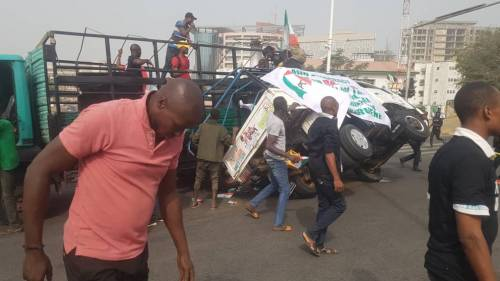 Photo of BREAKING: Many Injured As Truck Conveying PDP Protesters In Abuja Tumbles