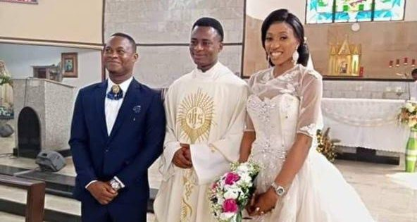 Photo of PHOTOS: Couple held Church wedding without a reception in Lagos