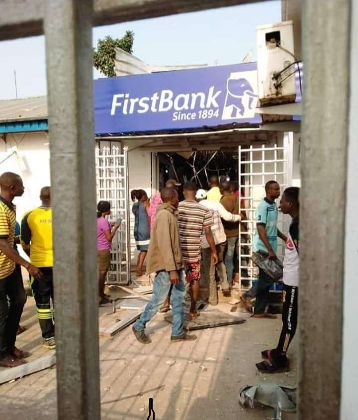 Photo of BREAKING: Four feared dead as robbers Invade Ondo Bank