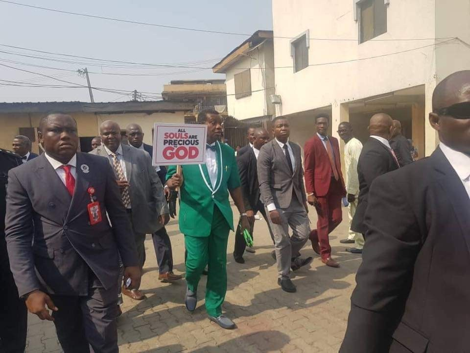 Photo of VIDEO: Pastor Adeboye leads CAN members to protest the killing, worsening insecurity