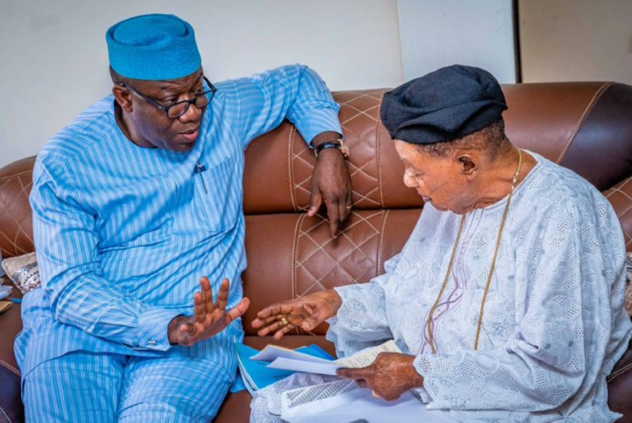 Photo of BREAKING: After Monarch warning letter, Gov Fayemi visits Alaafin in Oyo [PHOTOS]