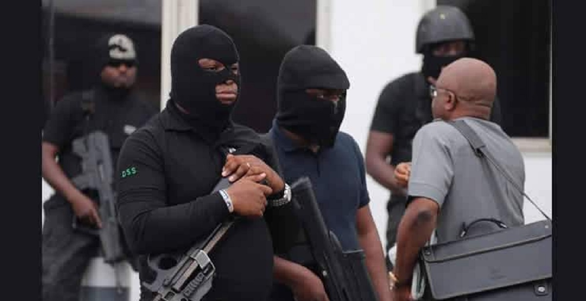 Photo of War in Aso Rock: DSS Lays Siege at Premium Times Office, Moves To Arrest Editor-in-Chief