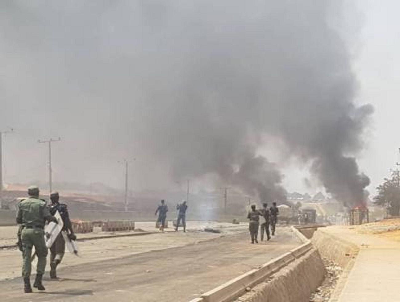 Photo of BREAKING: Tension As Traders, Task Force Officials Clash Over Demolition Of Shops in Abuja