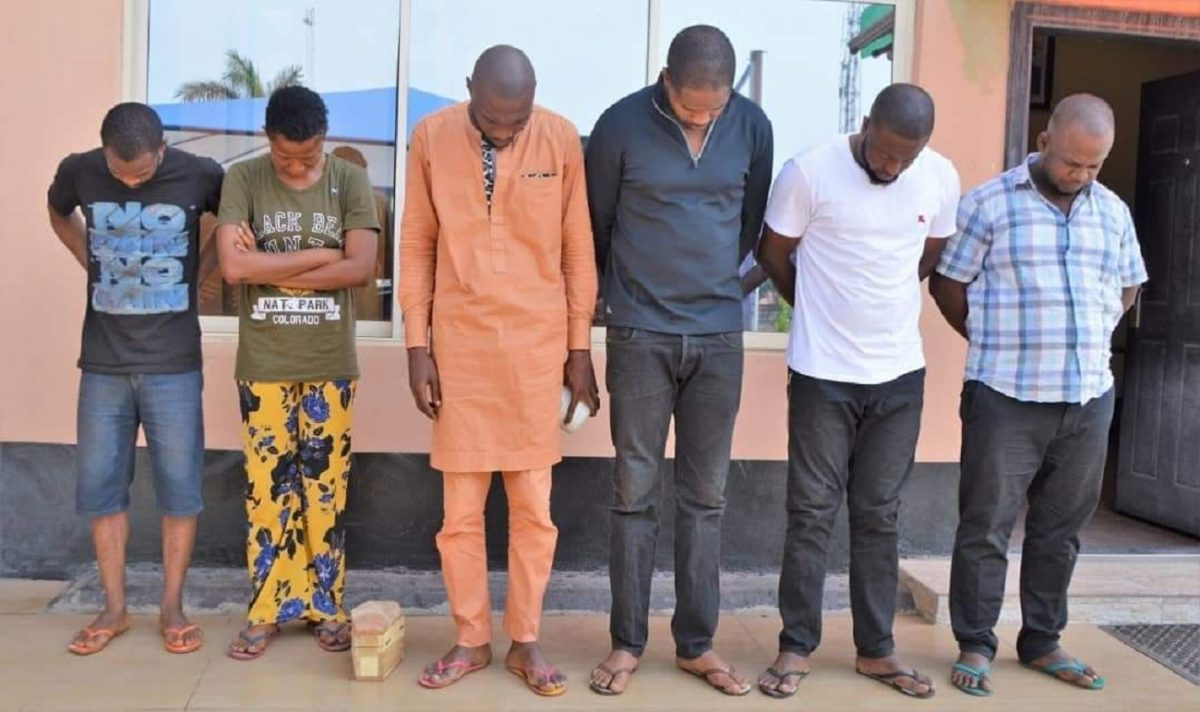 Photo of EFCC caught 'Yahoo Boys' with coffins