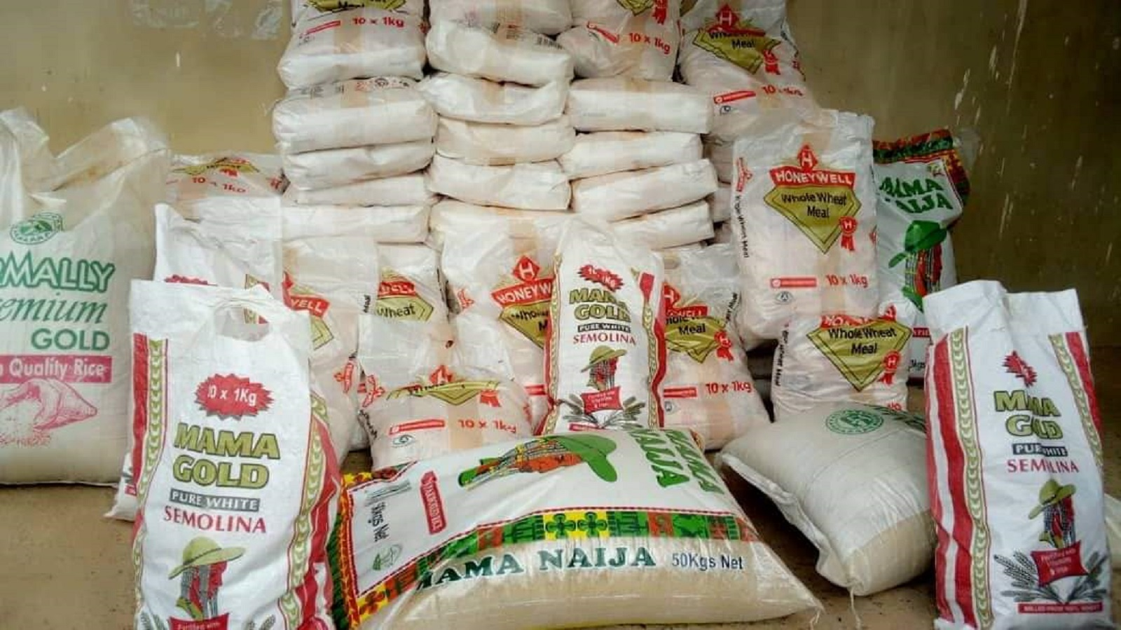 Photo of COVID-19: Igbekeleoluwa Foundation Donates Food Items to Ekiti govt